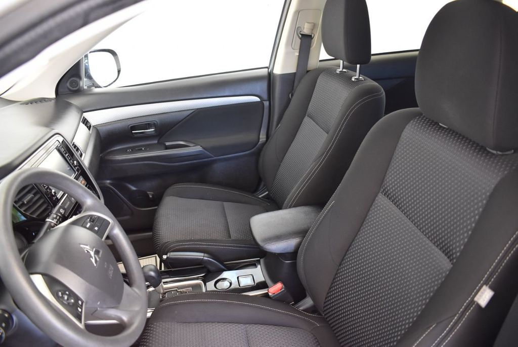2018 Mitsubishi Outlander ES FWD - 18078929 - 12