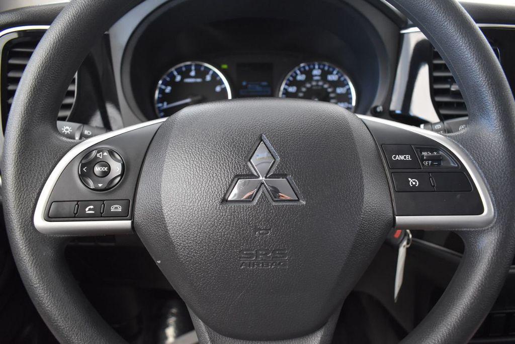 2018 Mitsubishi Outlander ES FWD - 18078929 - 17