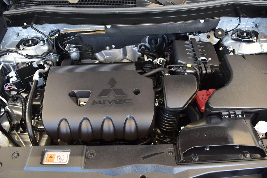 2018 Mitsubishi Outlander ES FWD - 18078929 - 26