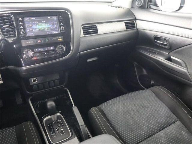 2018 Mitsubishi Outlander ES FWD - 18021644 - 17