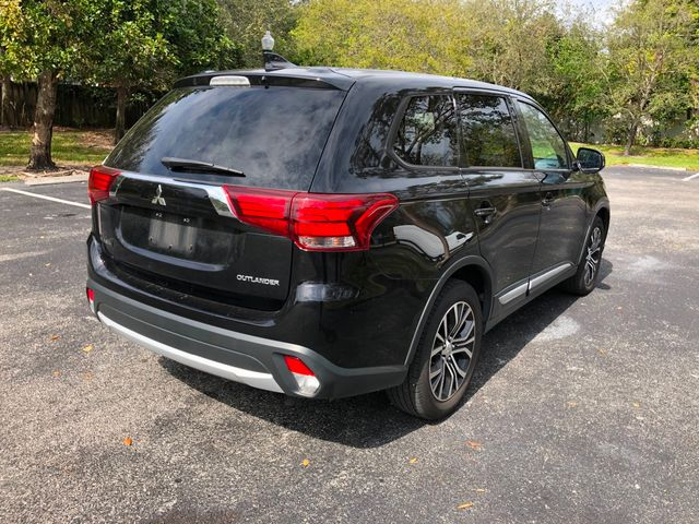 2018 Mitsubishi Outlander ES FWD - Click to see full-size photo viewer
