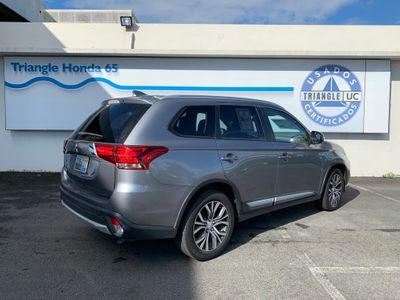 2018 Mitsubishi Outlander ES FWD SUV - Click to see full-size photo viewer