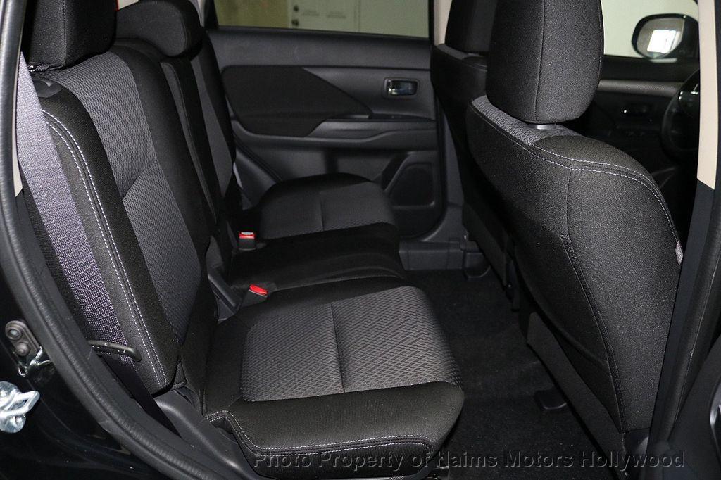 2018 Mitsubishi Outlander SE FWD - 18516212 - 14