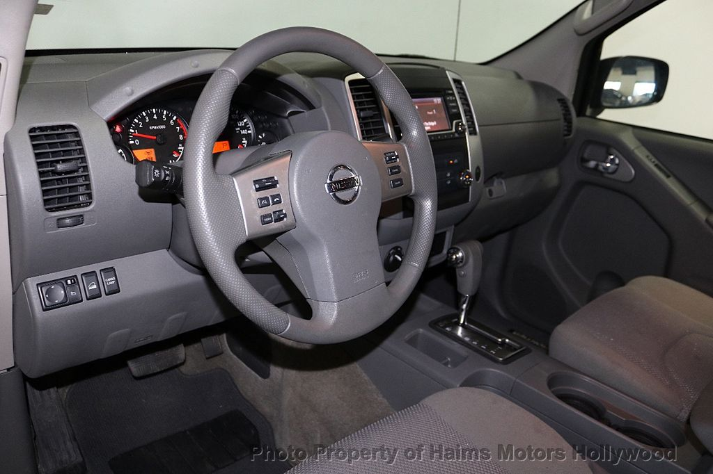 2018 Nissan Frontier Crew Cab 4x2 SV V6 Automatic - 18271928 - 17