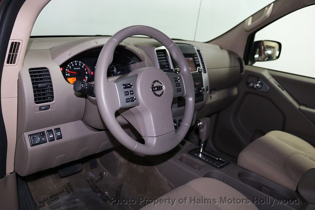 2018 Nissan Frontier Crew Cab 4x4 SV V6 Automatic - 18069760 - 16