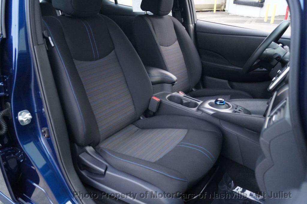 2018 Nissan Leaf S Hatchback - 18415252 - 23