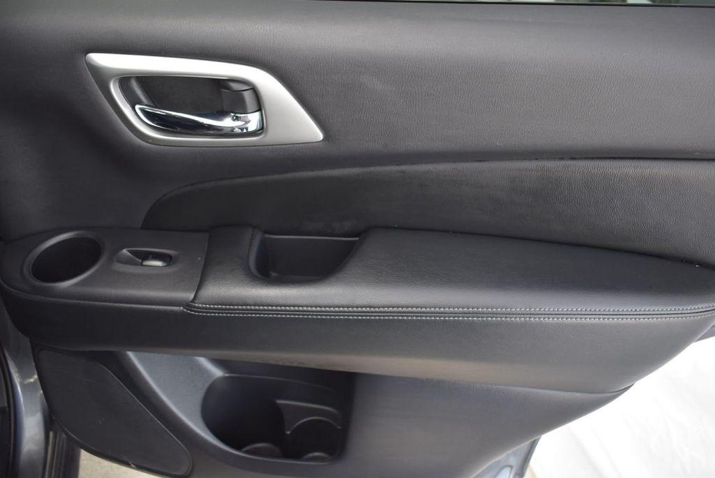 2018 Nissan Pathfinder  - 18546256 - 17