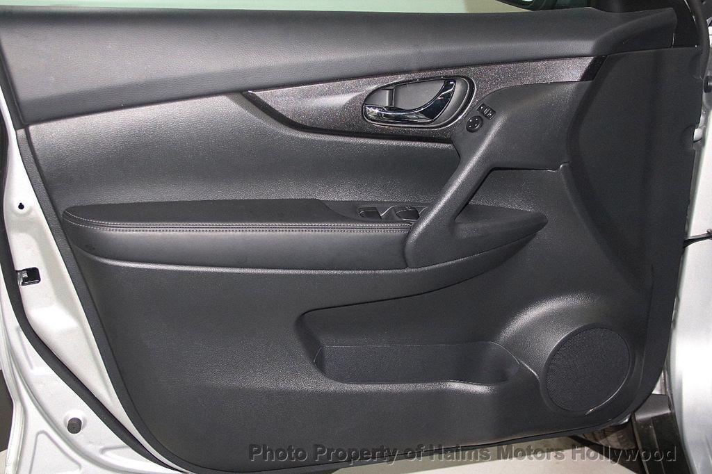 2018 Nissan Rogue AWD SV - 17422014 - 11