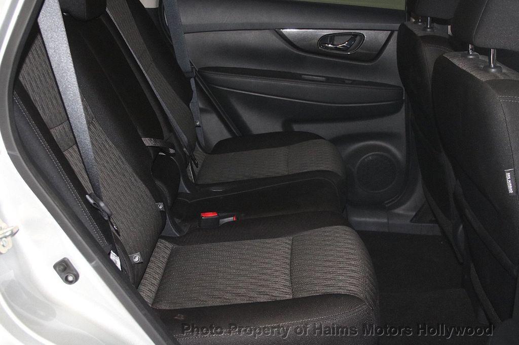 2018 Nissan Rogue AWD SV - 17422014 - 16