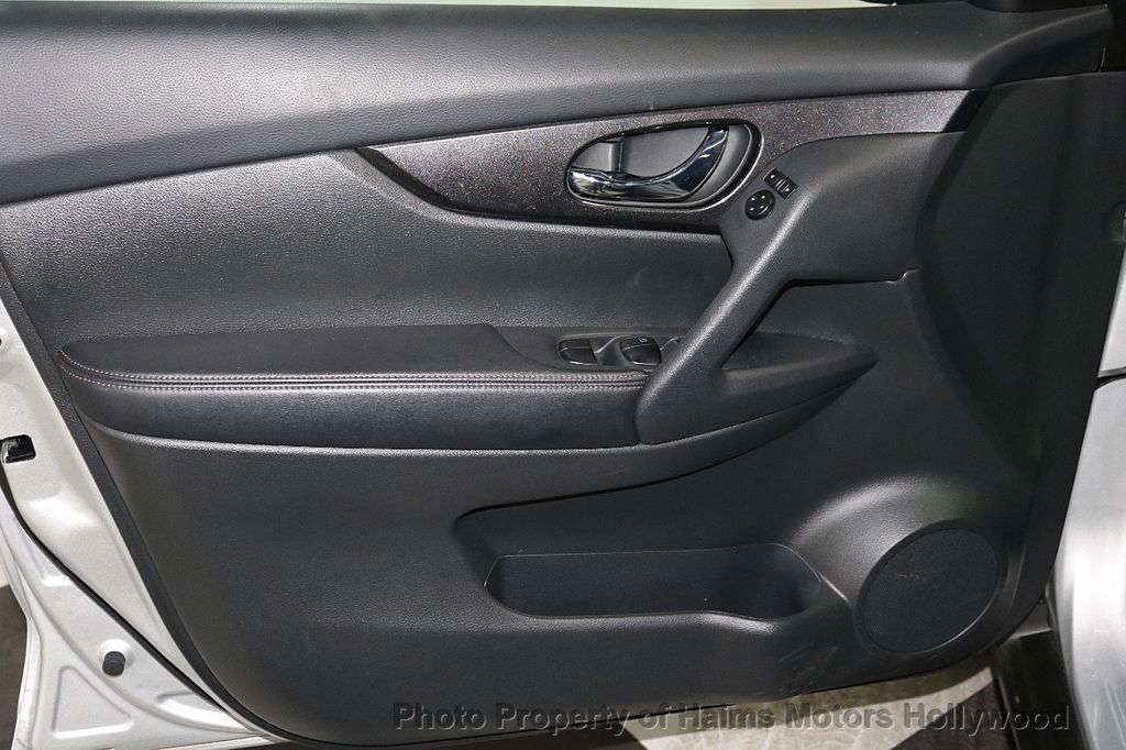2018 Nissan Rogue AWD SV - 18557749 - 10
