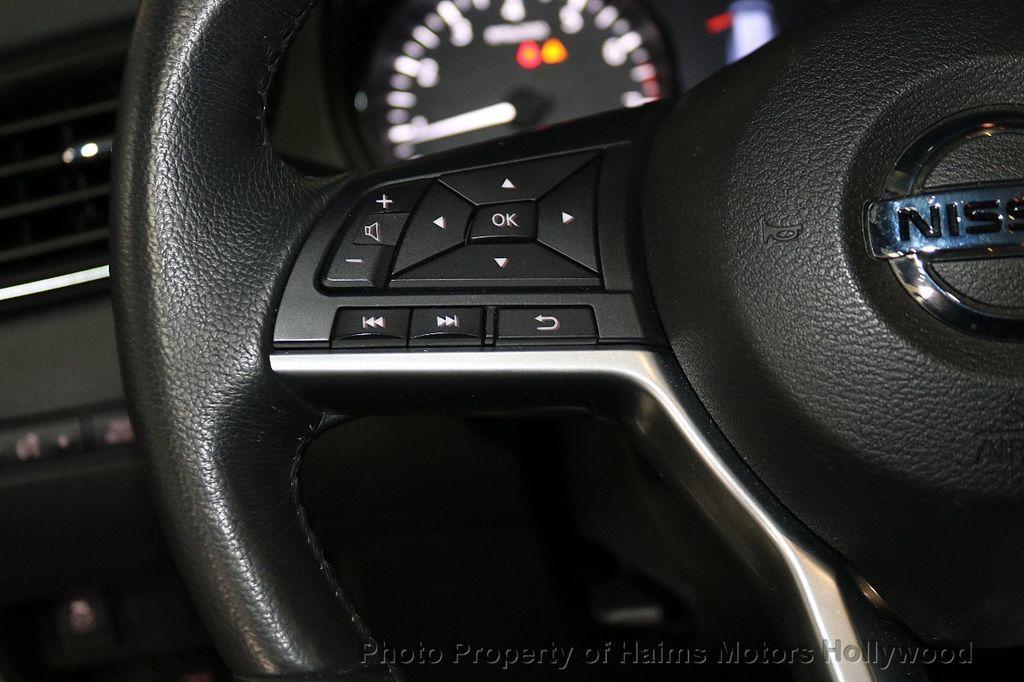 2018 Nissan Rogue AWD SV - 18557749 - 25