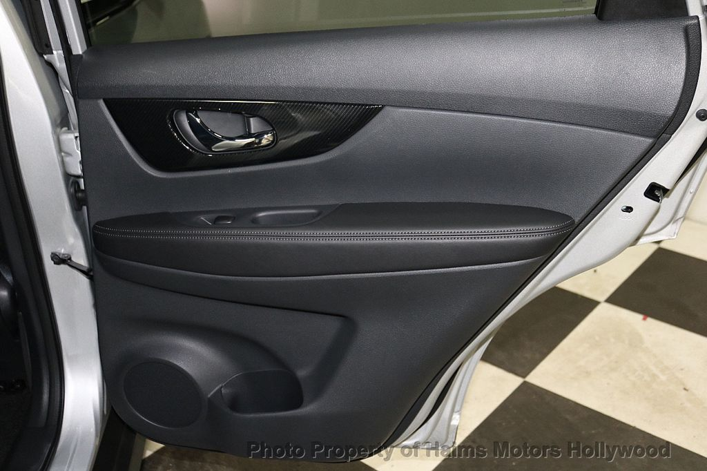 2018 Nissan Rogue FWD SL - 18546610 - 12