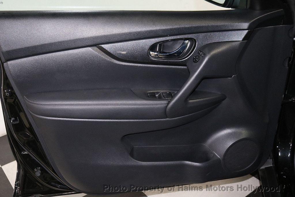 2018 Nissan Rogue FWD SV - 18346847 - 10