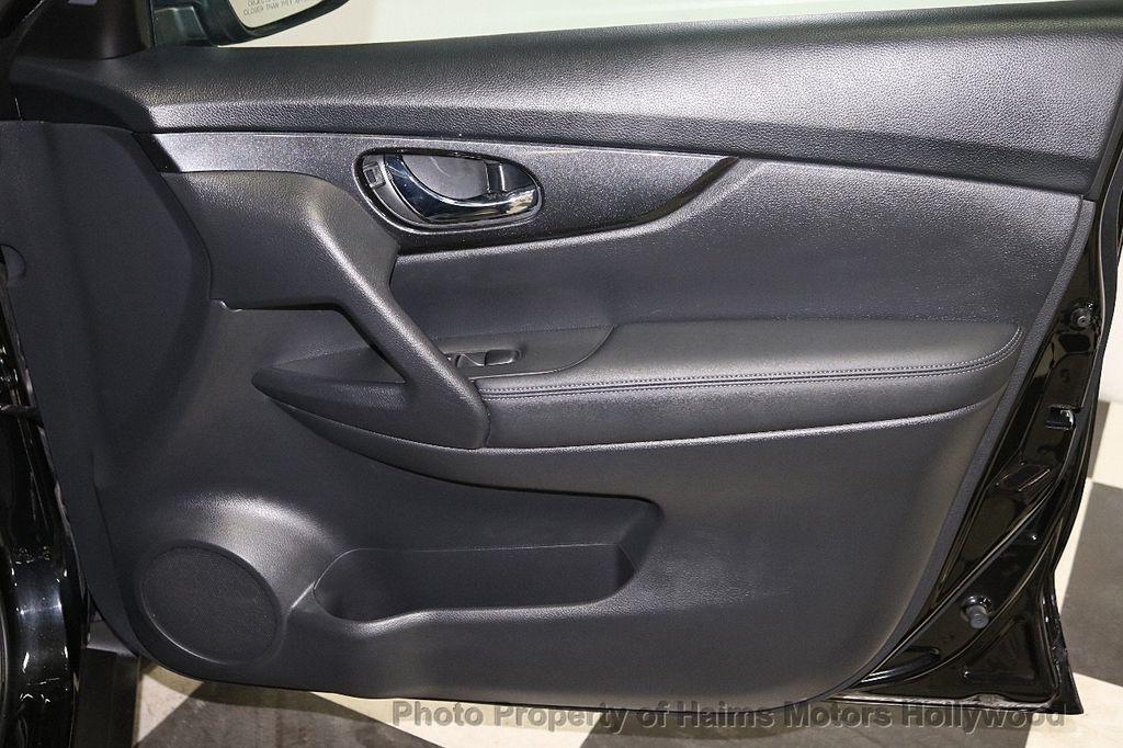 2018 Nissan Rogue FWD SV - 18346847 - 13