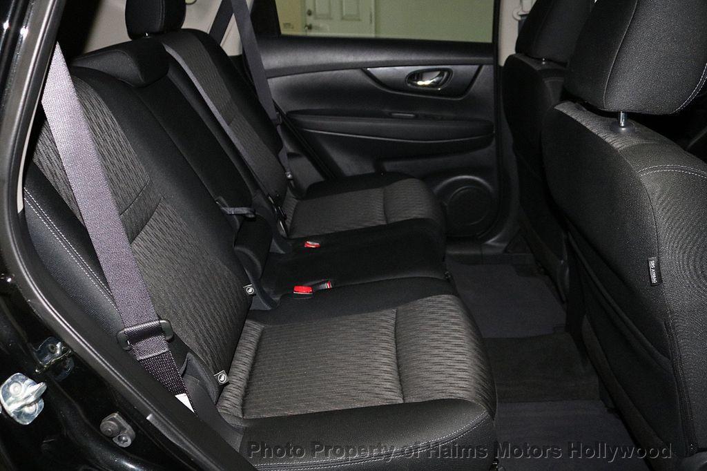 2018 Nissan Rogue FWD SV - 18346847 - 15