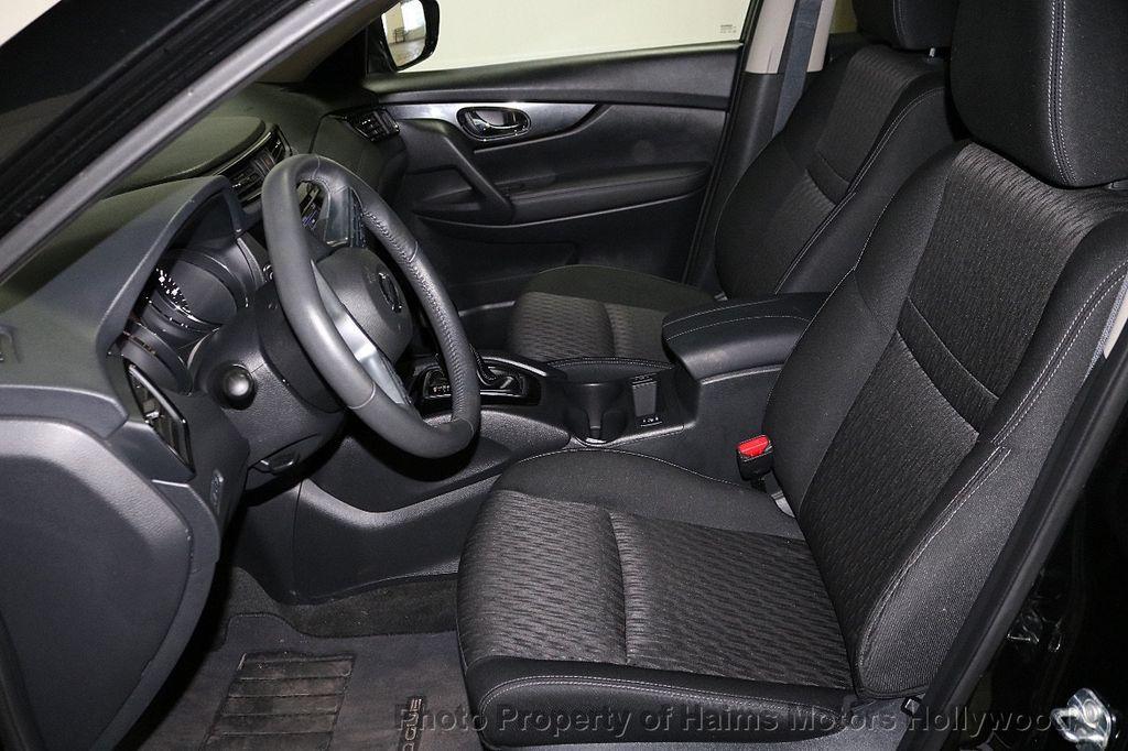 2018 Nissan Rogue FWD SV - 18346847 - 17
