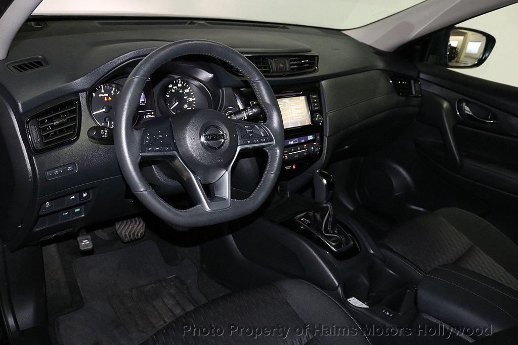 2018 Nissan Rogue FWD SV - 18346847 - 18