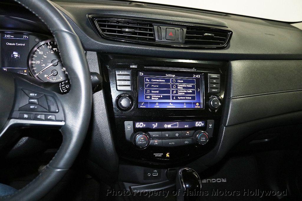 2018 Nissan Rogue FWD SV - 18346847 - 19