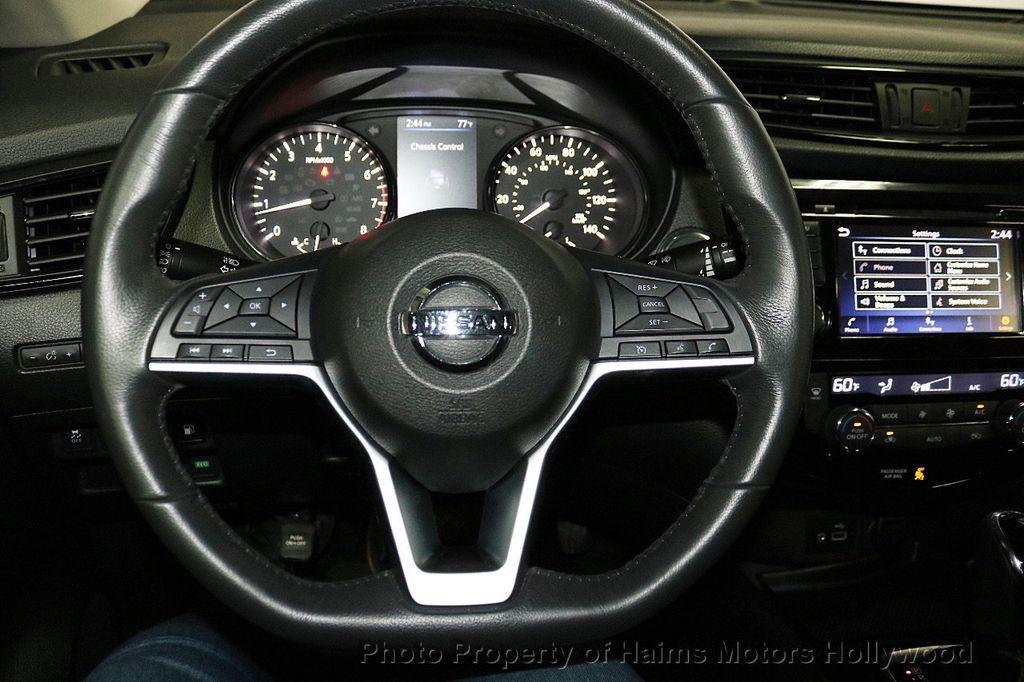 2018 Nissan Rogue FWD SV - 18346847 - 28