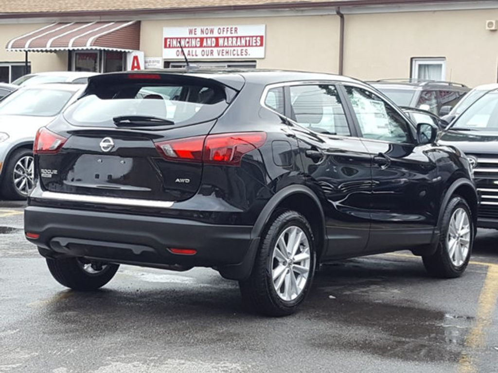 2018 Nissan Rogue Sport S AWD Appearence Package w/Alloy Wheels - 18047353 - 4