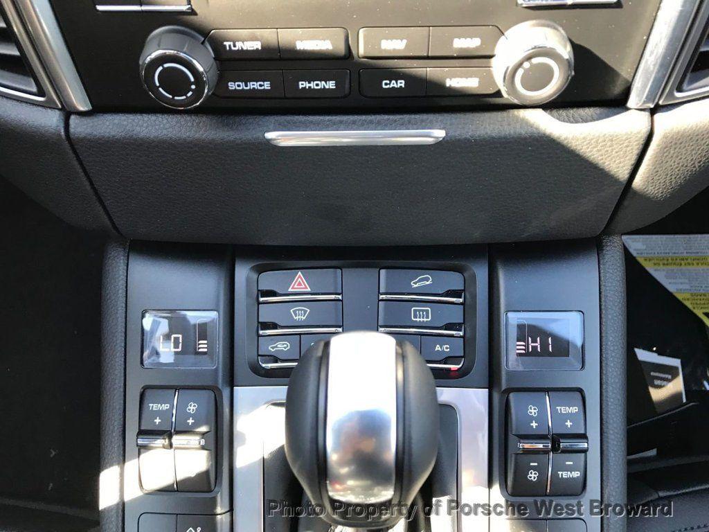 2018 Porsche Macan  - 18671367 - 27
