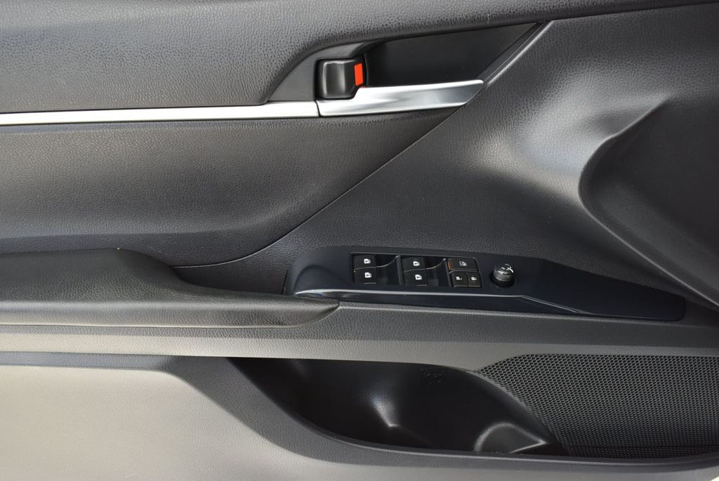 2018 Toyota Camry  - 18592317 - 13