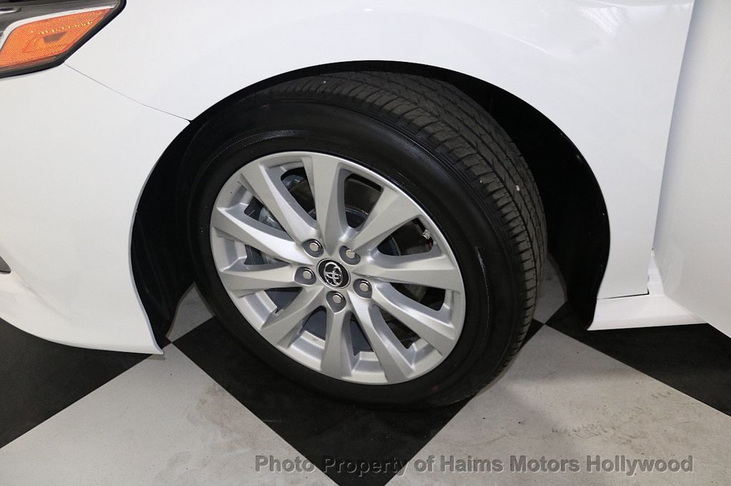 2018 Toyota Camry LE Automatic - 17875278 - 32
