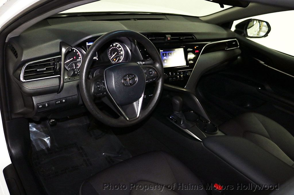 2018 Toyota Camry LE Automatic - 18090664 - 17