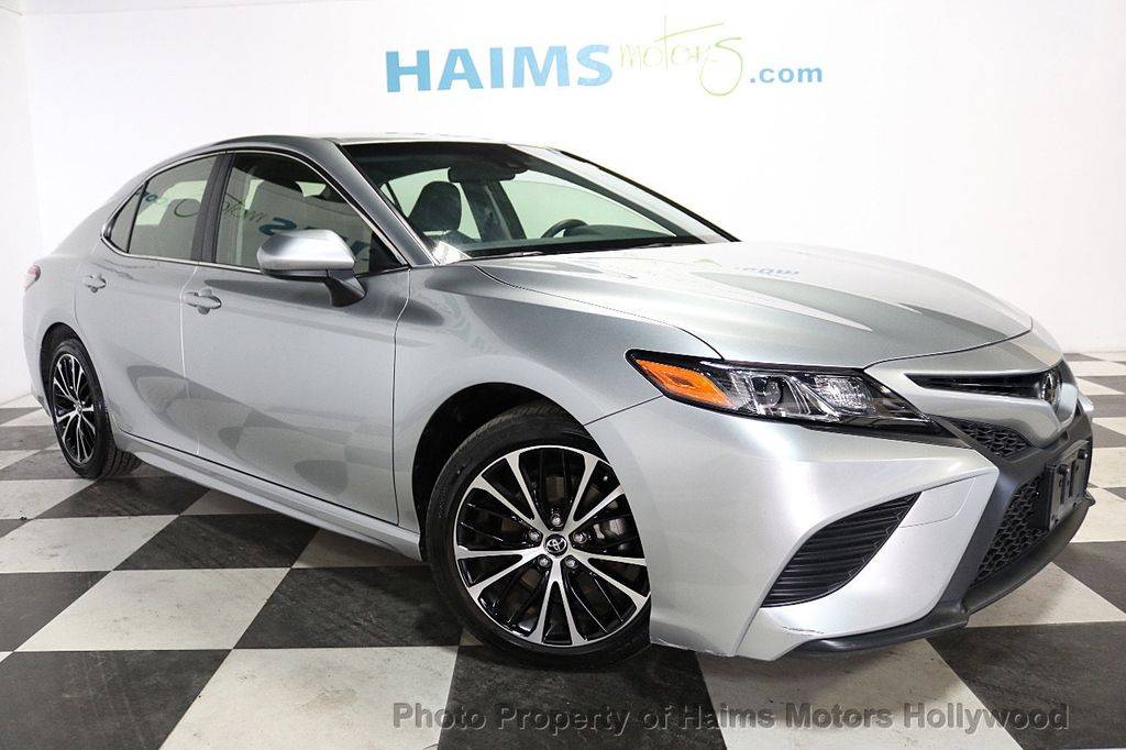 2018 Toyota Camry SE Automatic - 18202674 - 3