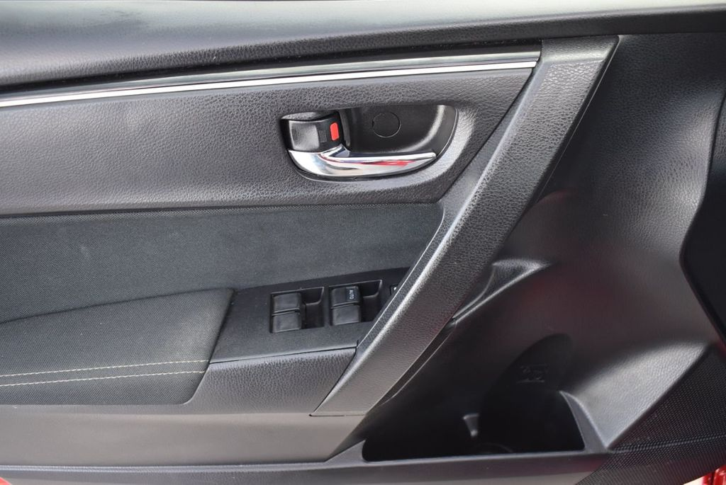 2018 Toyota Corolla  - 18592357 - 13