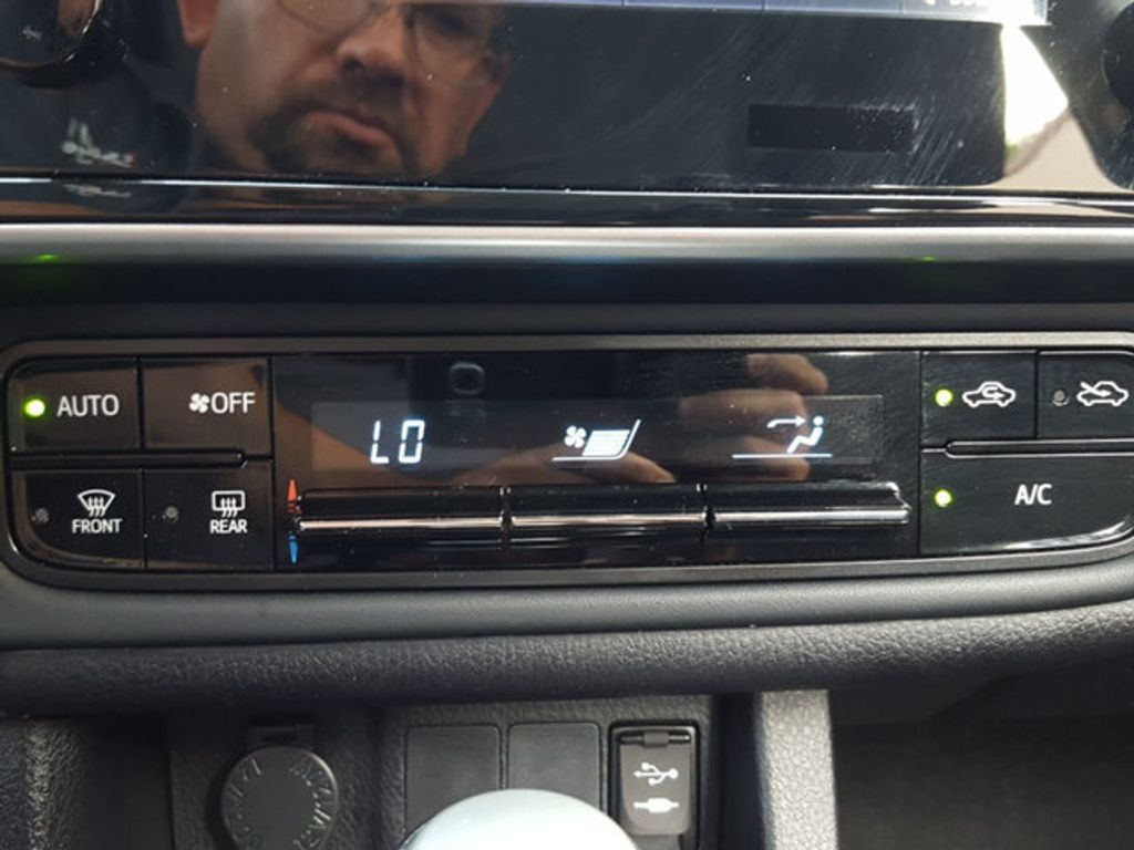Toyota Corolla Owners Manual: Using an external device (Multimedia system)
