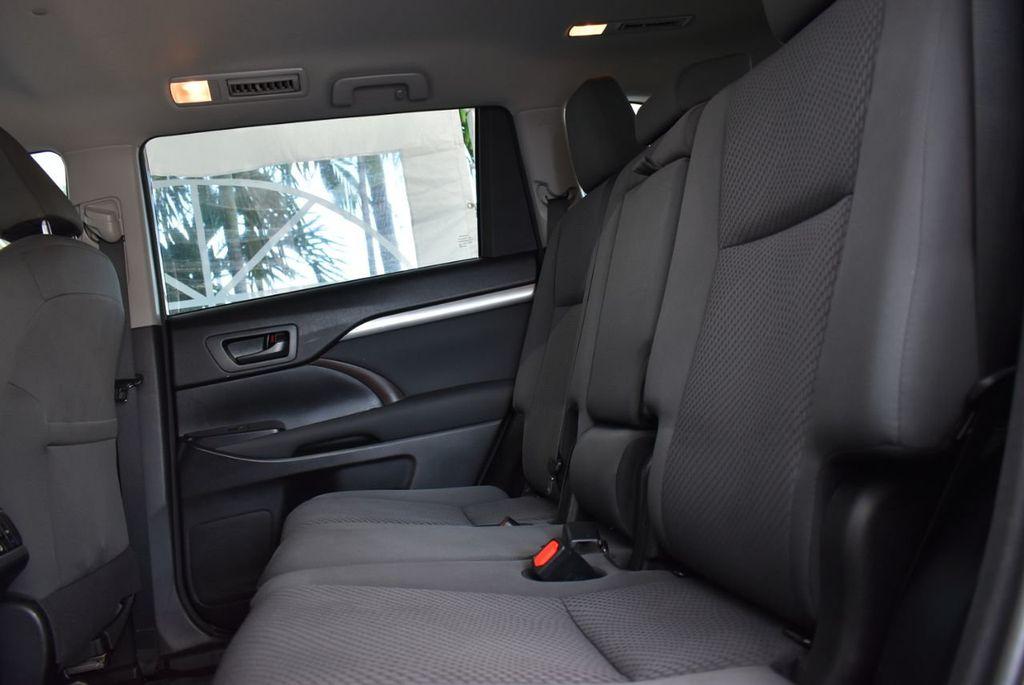 2018 Toyota Highlander LE I4 FWD - 18637837 - 9