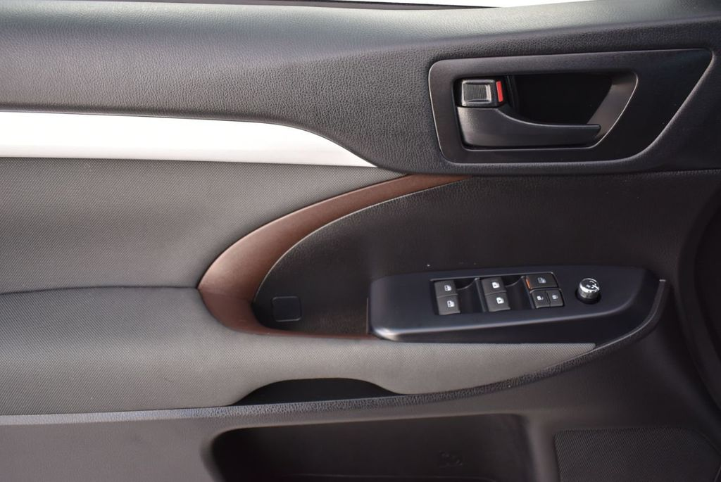 2018 Toyota Highlander LE I4 FWD - 18637837 - 12