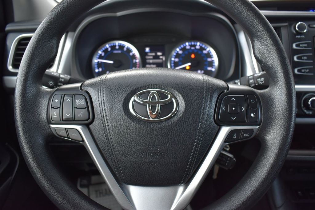 2018 Toyota Highlander LE I4 FWD - 18637837 - 17