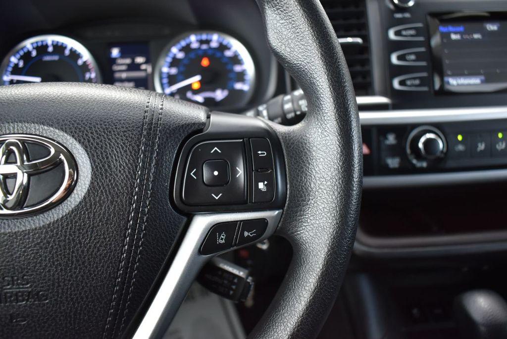 2018 Toyota Highlander LE I4 FWD - 18637837 - 18