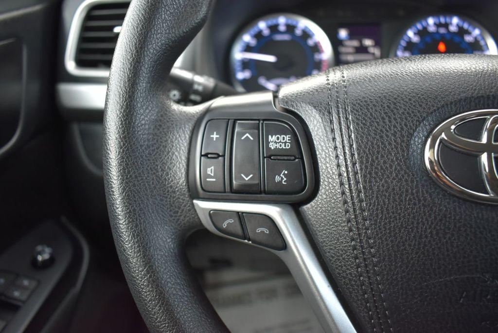 2018 Toyota Highlander LE I4 FWD - 18637837 - 19