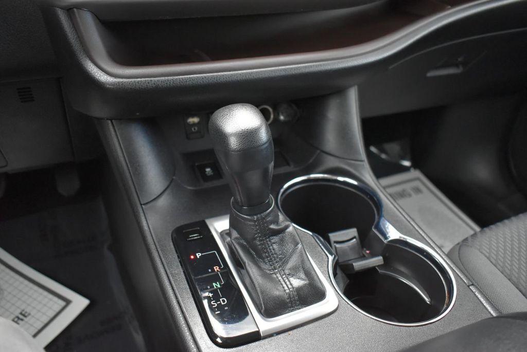 2018 Toyota Highlander LE I4 FWD - 18637837 - 21