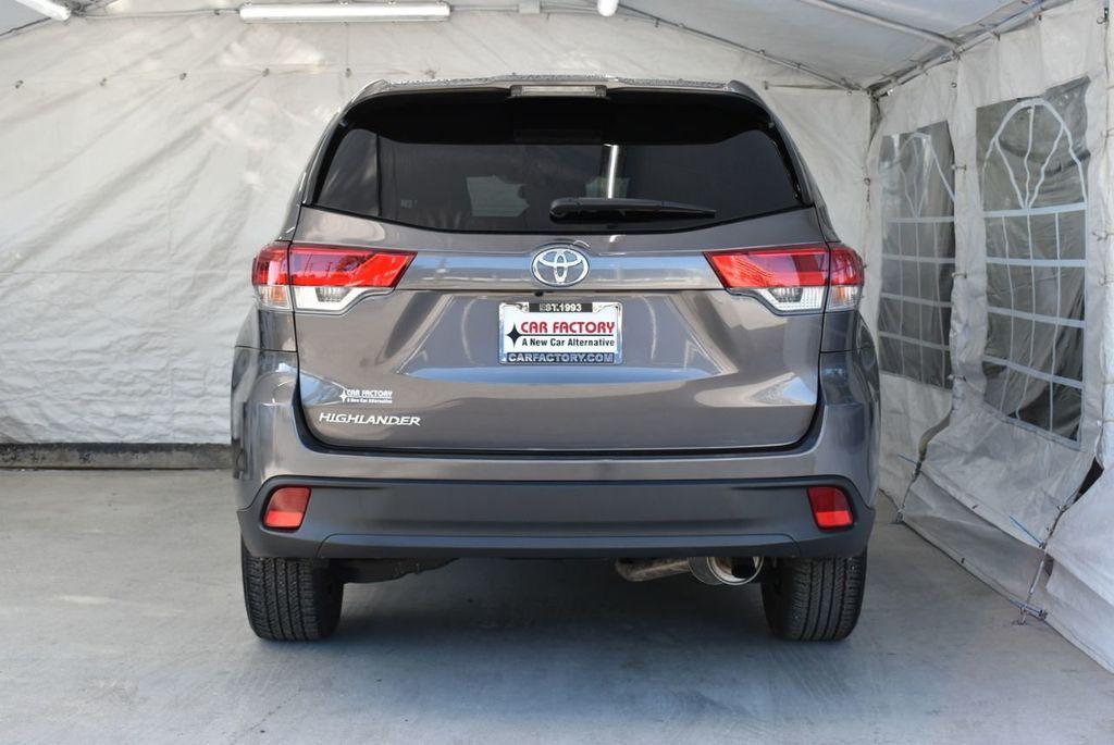 2018 Toyota Highlander LE I4 FWD - 18637837 - 5