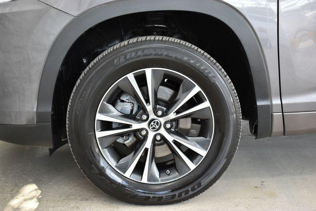 2018 Toyota Highlander LE I4 FWD - 18637837 - 6