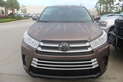 2018 Toyota Highlander LE I4 FWD SUV - Click to see full-size photo viewer