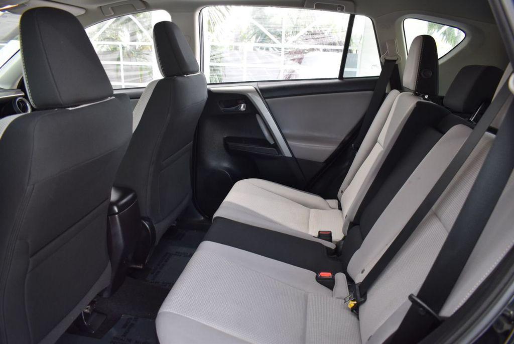 2018 Toyota RAV4 XE - 18433245 - 12