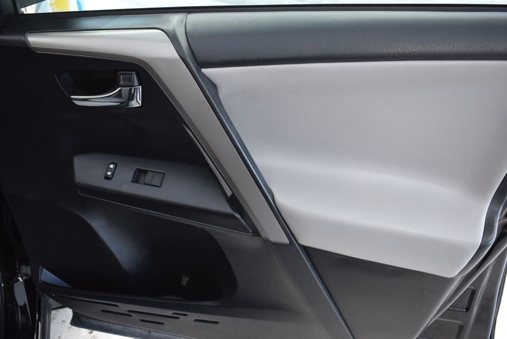 2018 Toyota RAV4 XE - 18433245 - 24
