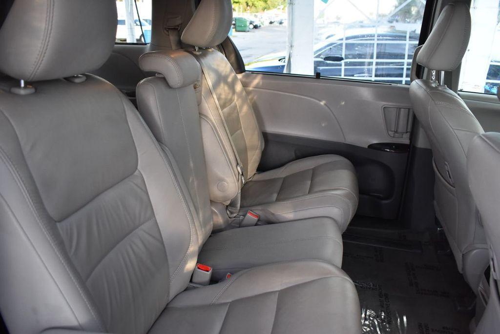 2018 Toyota Sienna  - 18574933 - 16