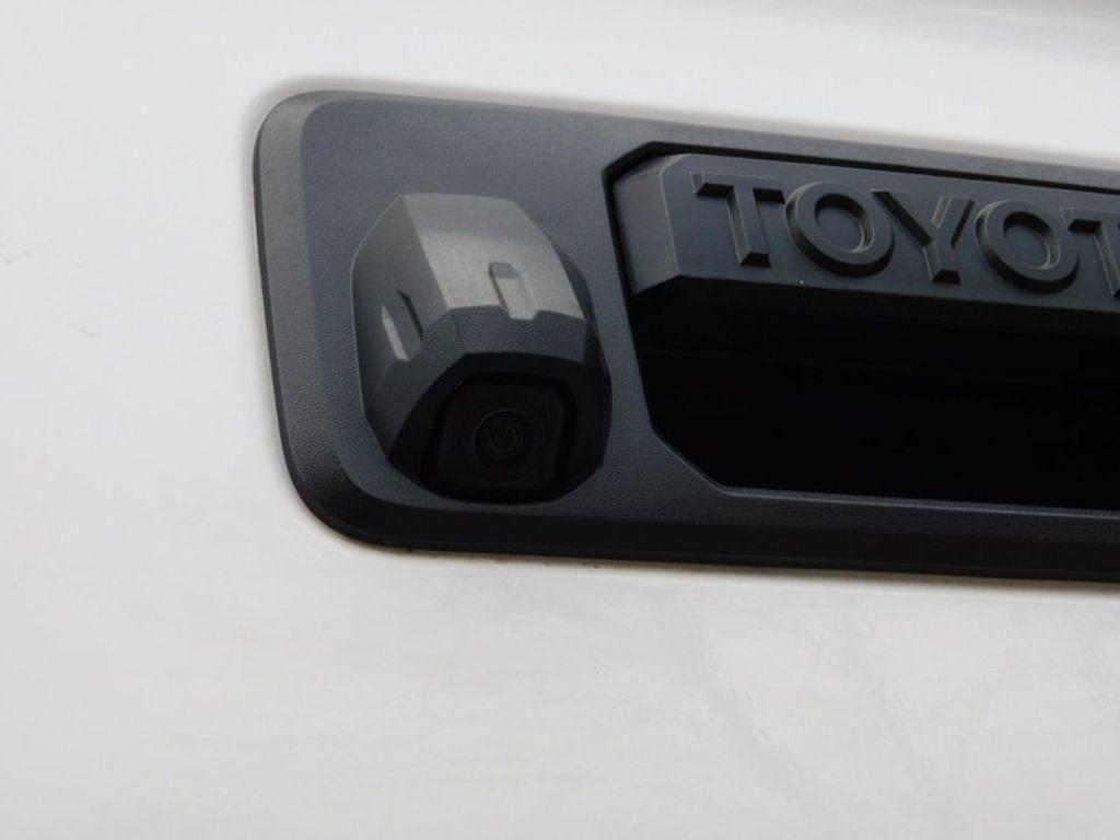2018 Toyota Tundra 4WD SR5 CrewMax 5.5' Bed 5.7L FFV - 18369415 - 11