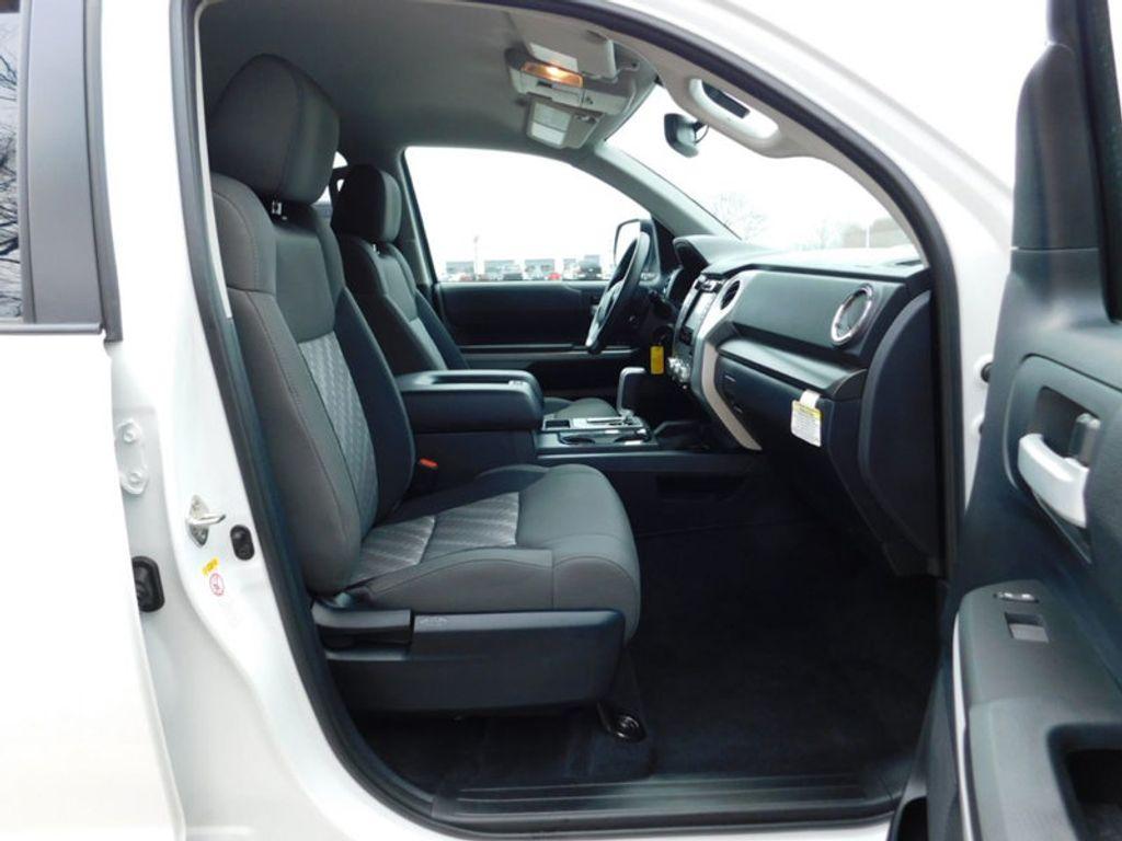 2018 Toyota Tundra 4WD SR5 CrewMax 5.5' Bed 5.7L FFV - 18369415 - 3
