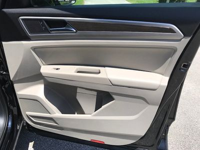 2018 Volkswagen Atlas 3.6L V6 SEL FWD - Click to see full-size photo viewer