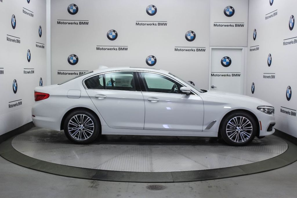 2019 BMW 5 Series 530i xDrive - 18857850 - 9