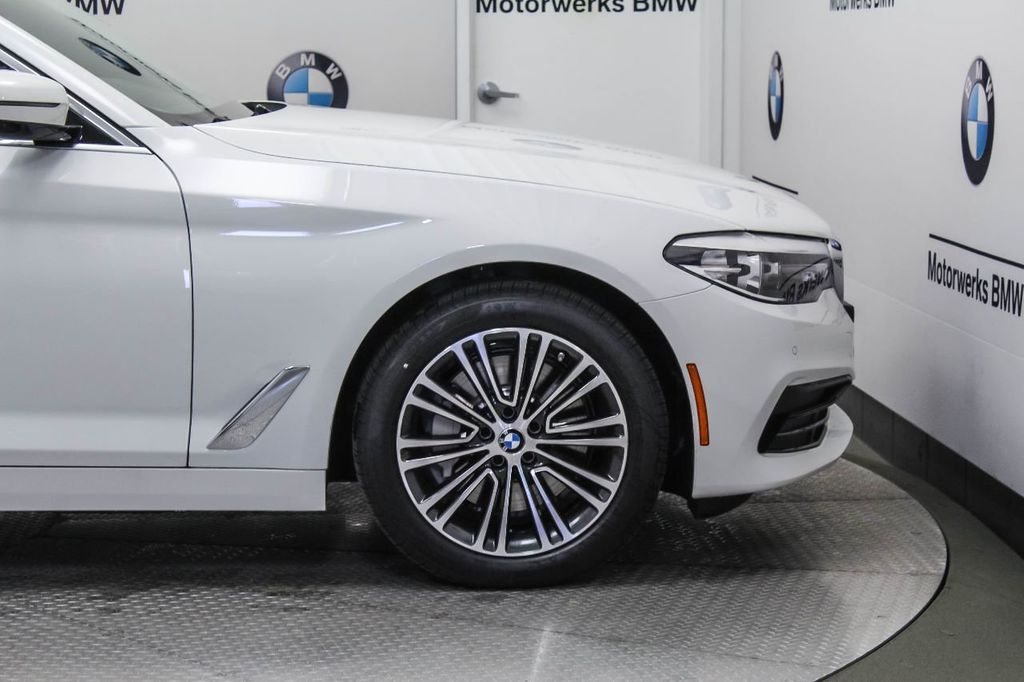 2019 BMW 5 Series 530i xDrive - 18857850 - 10