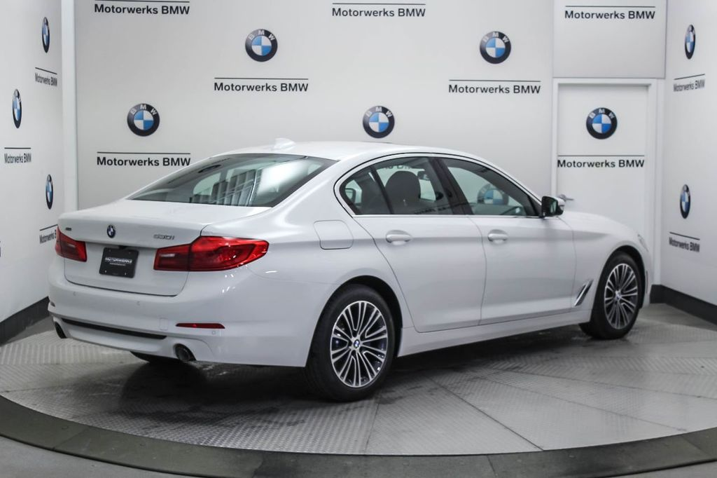 2019 BMW 5 Series 530i xDrive - 18857850 - 7
