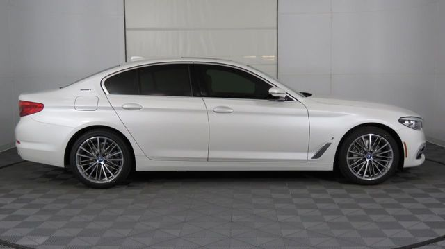 2019 BMW 5 Series COURTESY VEHICLE  - 18446546 - 3